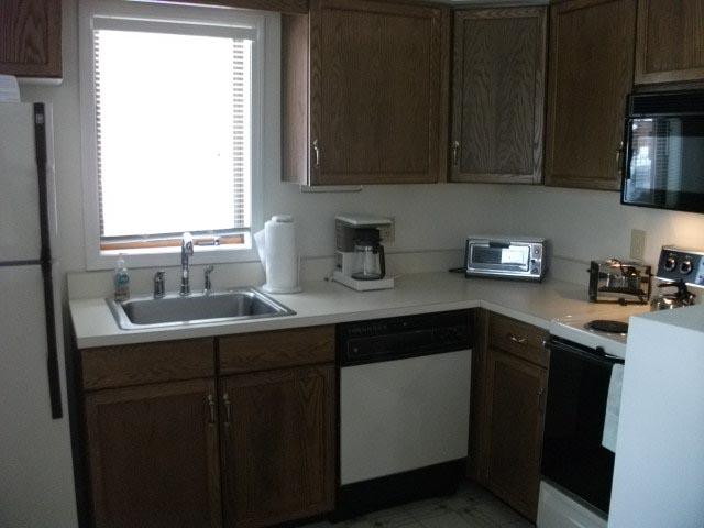 10-M kitchen.jpg
