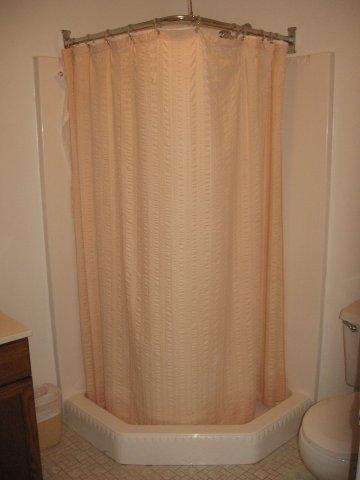 11-J downstairs bath. jpg.JPG