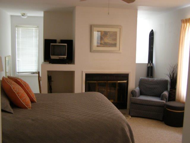 13E- Mstr. Bedroom Fireplace.jpg