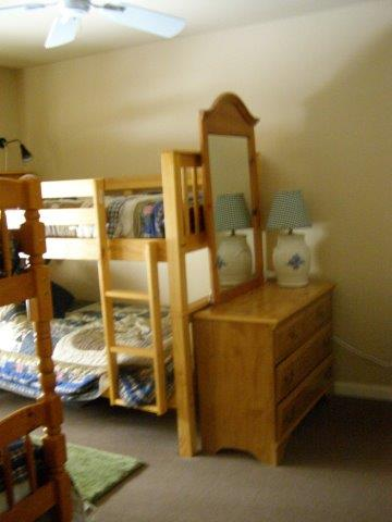 14N 2nd bedroom.JPG