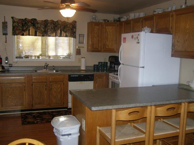 14N- kitchen bar NEW.jpg