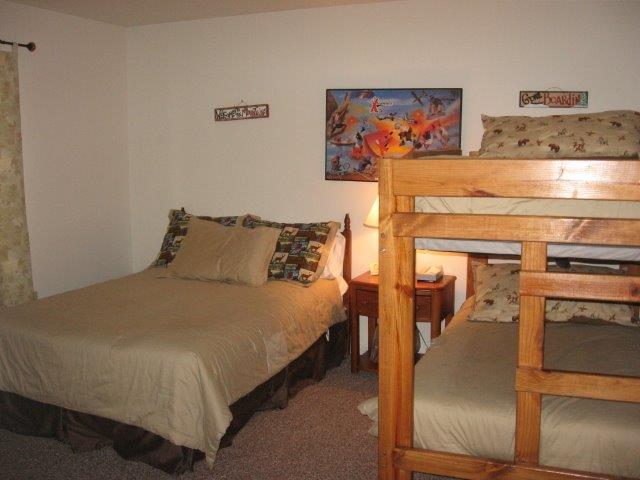 16-N 2nd bedroom.JPG
