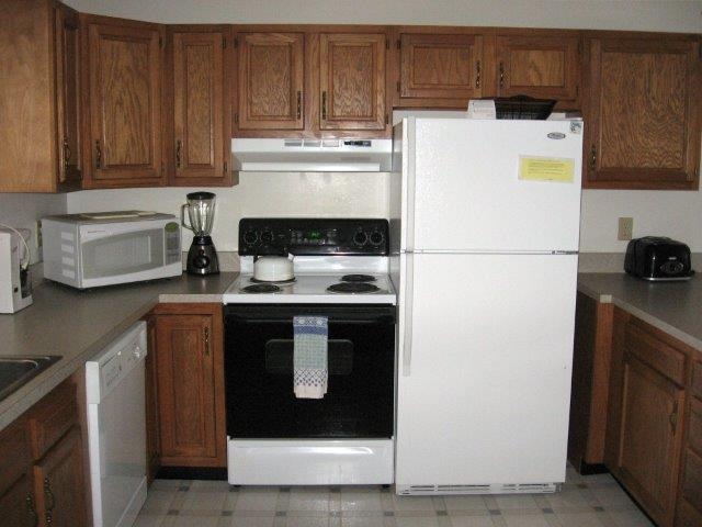 16-N kitchen.JPG