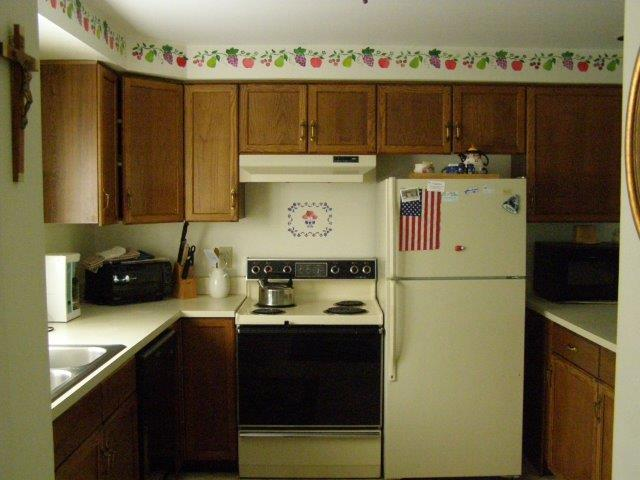 17E- kitchen.JPG