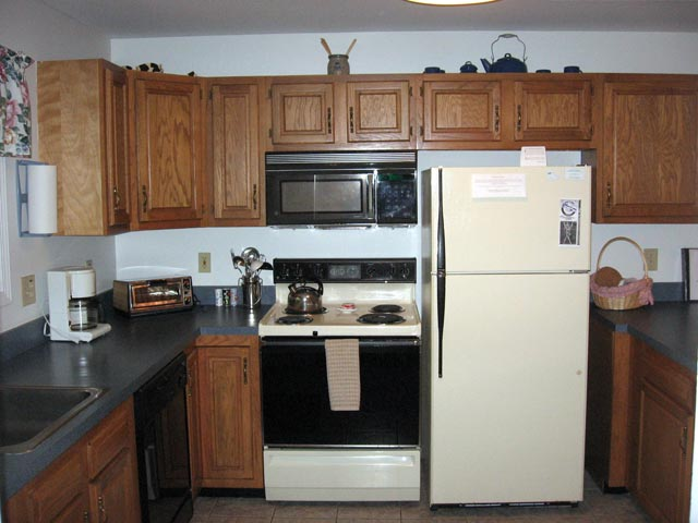 18-N kitchen.JPG