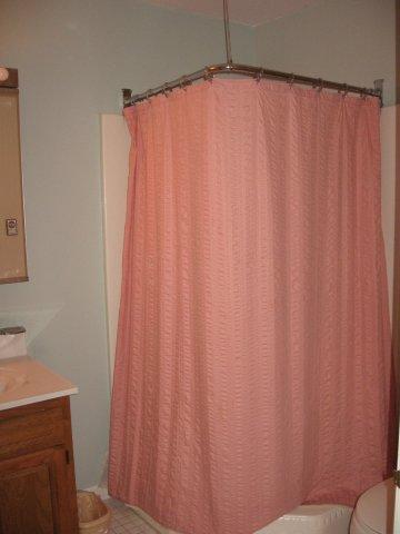 20-N downstairs bath. jpg.JPG
