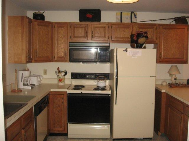 20-N kitchen.jpg