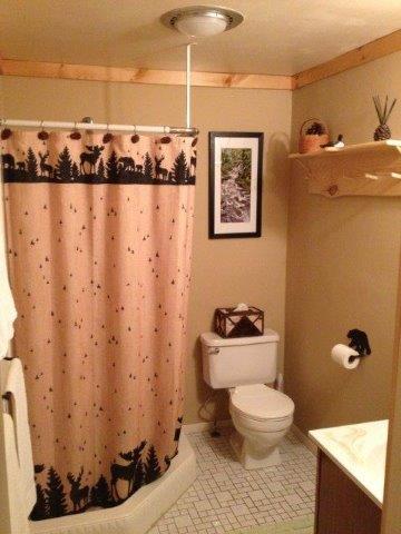20B- downstairs bath.JPG