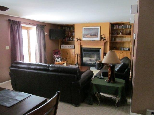 21-E Living room- 1. jpg.JPG