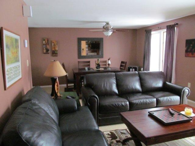 21-E Living room. jpg.JPG