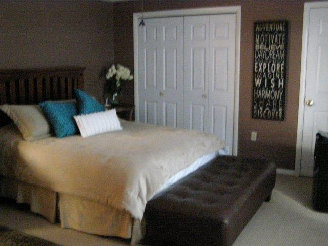 21E- Mstr. Bedroom.JPG