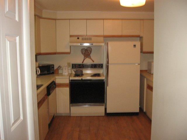 22-C kitchen.jpg.JPG