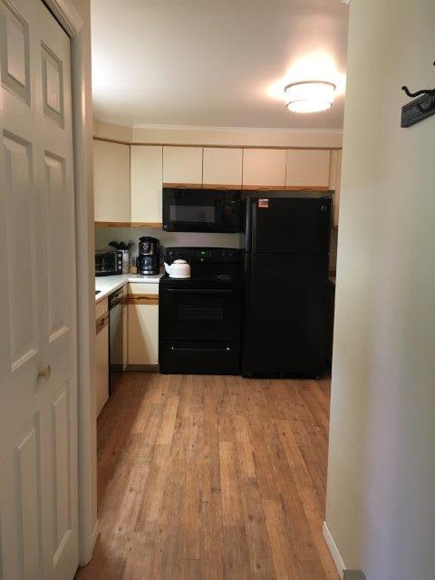 22C- Kitchen new.jpg