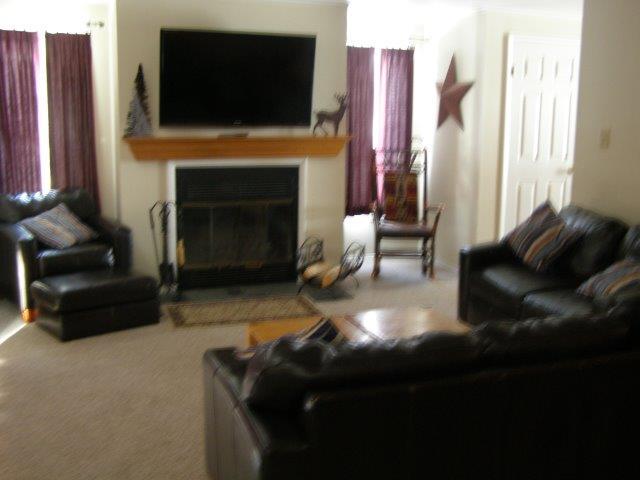 22C- living room new.JPG