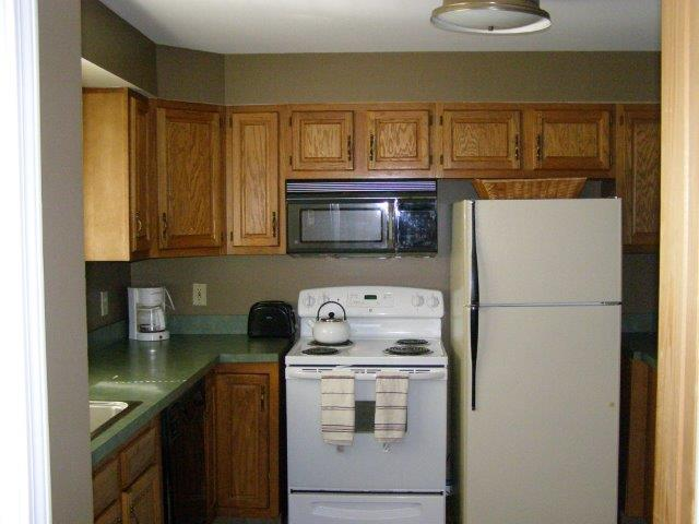 25L- Kitchen.JPG