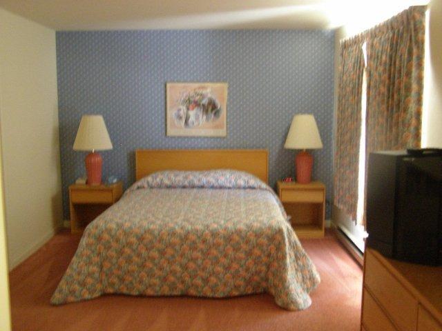 2M master bedroom.JPG