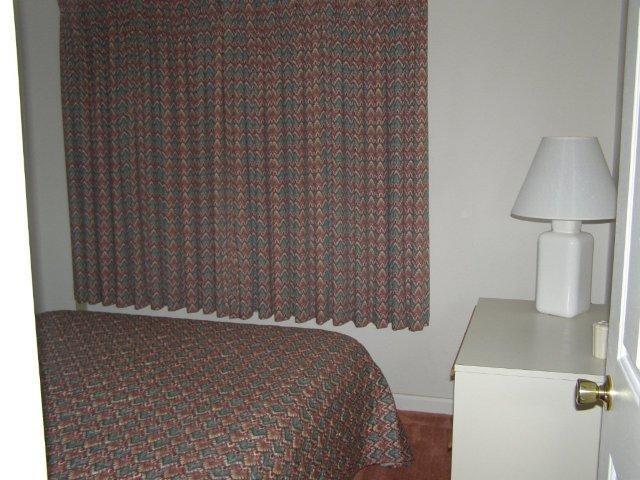 2M- 3rd bedroom.JPG