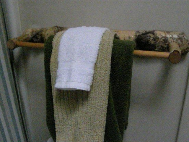 30C- Mstr Bath towel rack.jpg