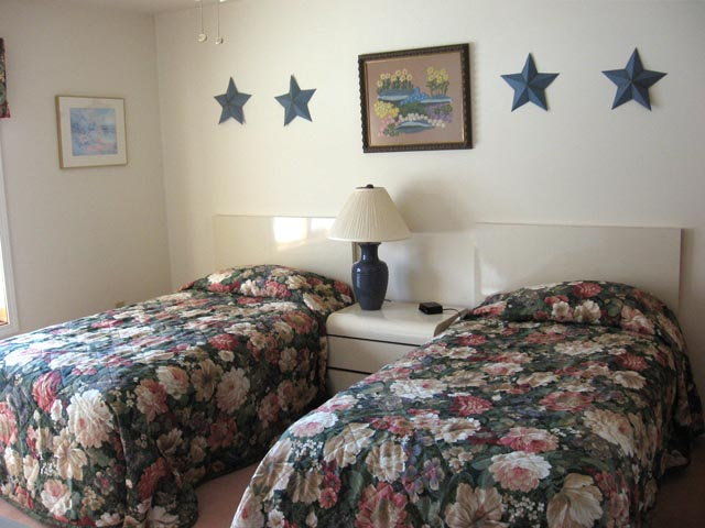 39-O 2nd bedroom.JPG