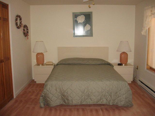 39-O Master bedroom. jpg.JPG
