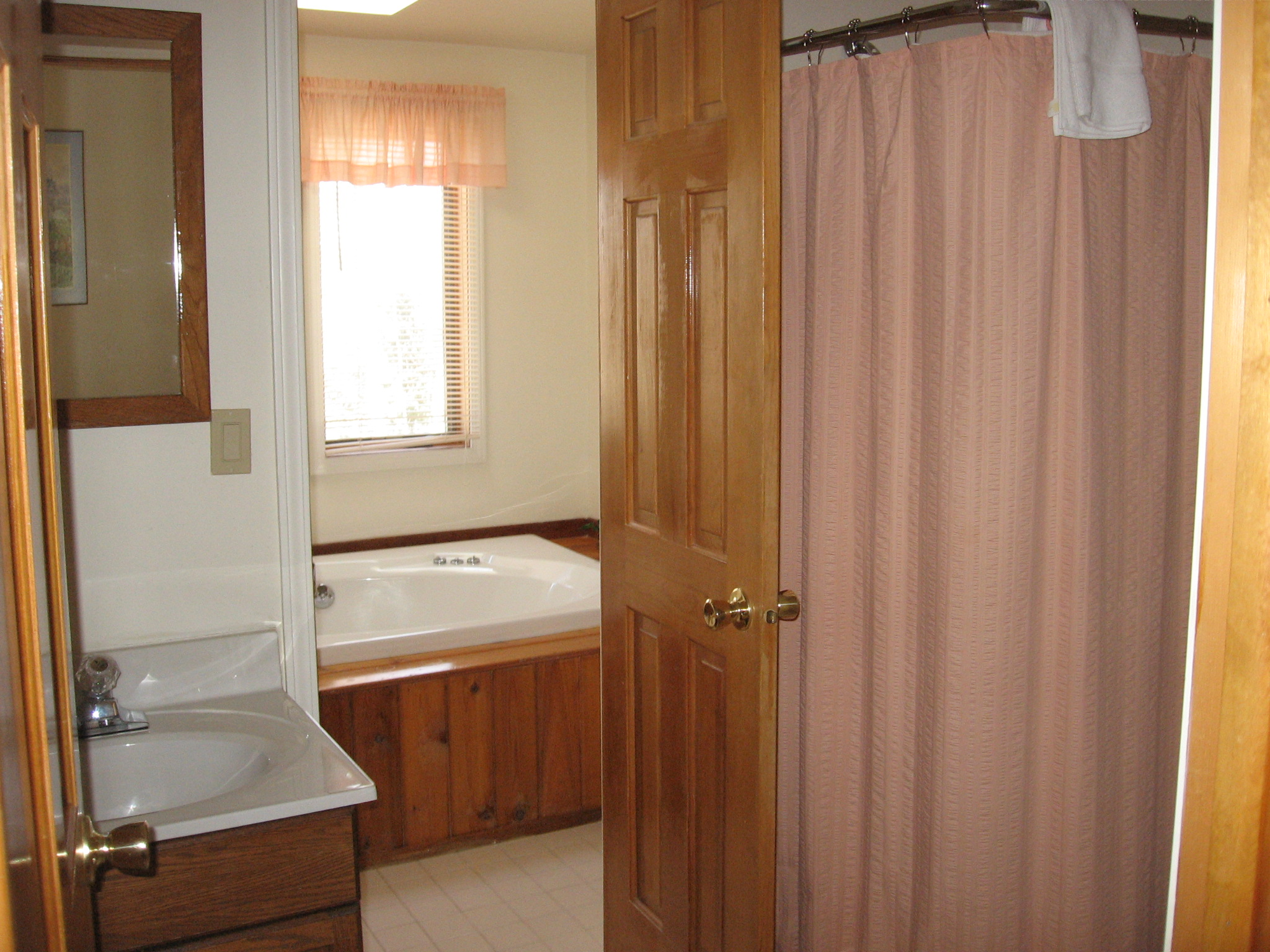 39-O Upstairs bath.JPG