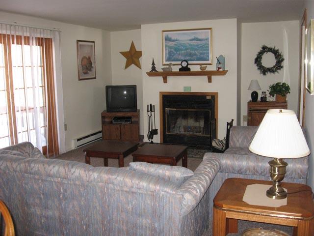 39-O livingroom.JPG