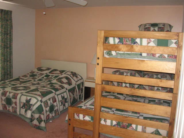3J- 2nd bedroom.jpg