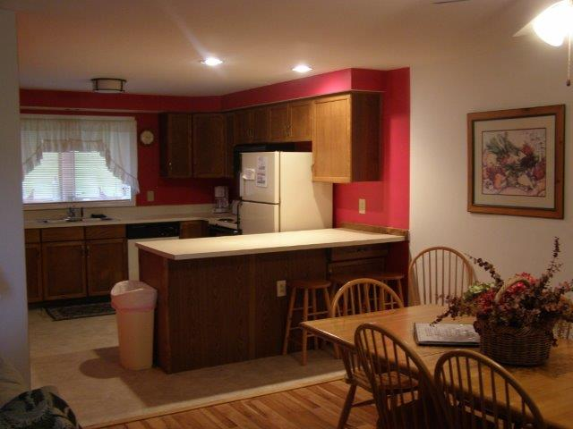3J- Dining Kitchen Area NEW.JPG