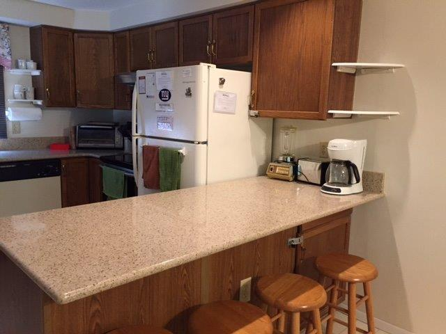42F- Kitchen countertop new.JPG