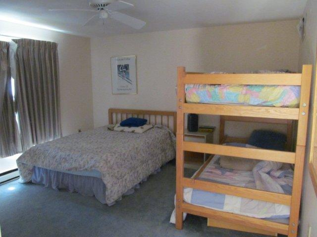 43-O 2nd bedroom.JPG