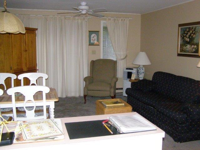 45O- living room.JPG