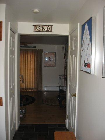 49-P foyer. jpg.JPG