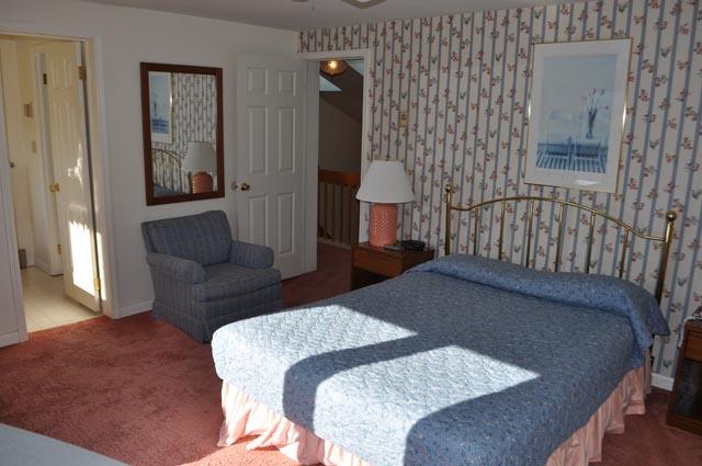 4M- master bedroom.jpg