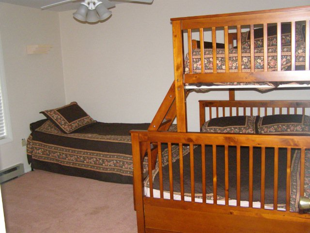 54G- 2nd bedroom.JPG