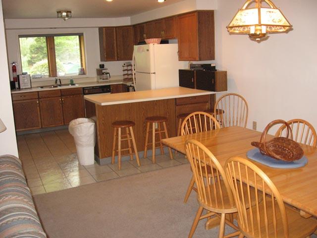57-P dining-kitchen.JPG