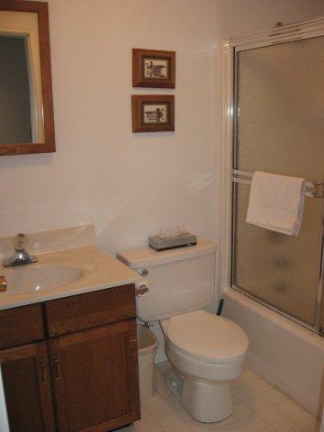 57-P hallway bath. jpg.JPG