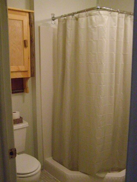 58H- bath dnstrs.jpg