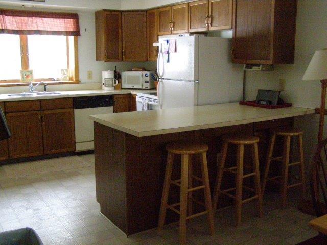 58H- Kitchen Bar Area.jpg