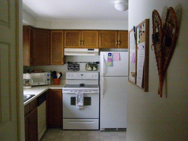58H- Kitchen.jpg