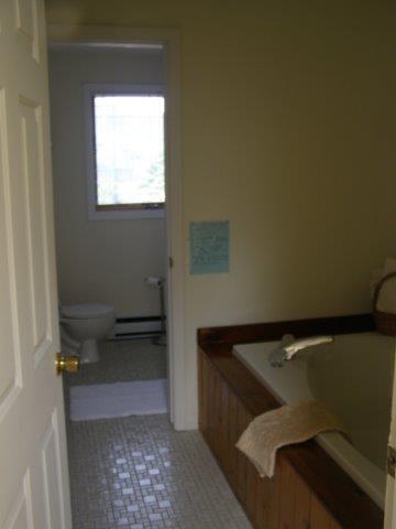 60H- Jacuzzi Master Bath room.JPG