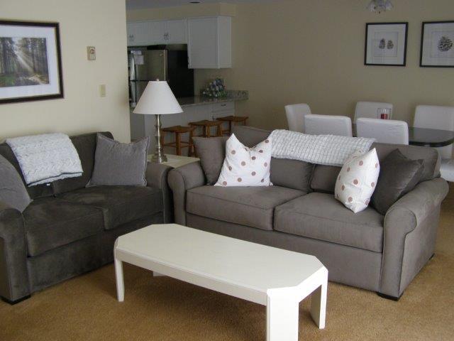 60H- Living room dining bar area.JPG