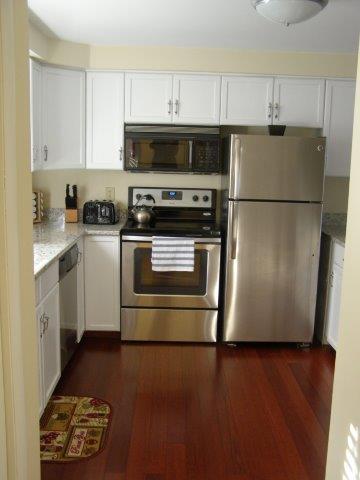 60H- kitchen.jpg