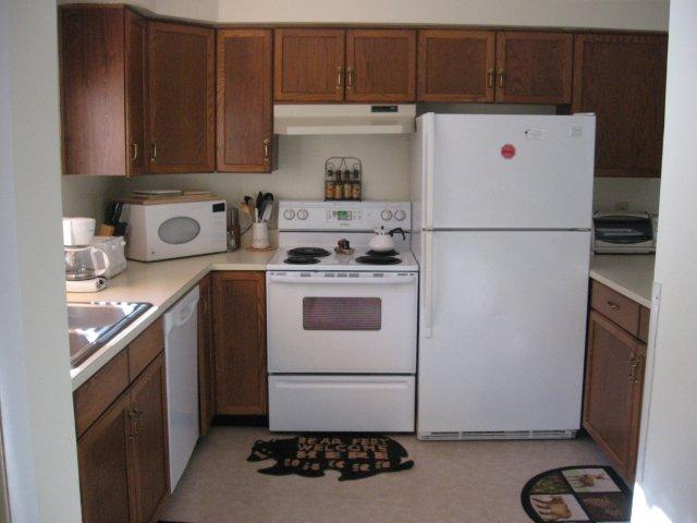 62-H kitchen. jpg.JPG