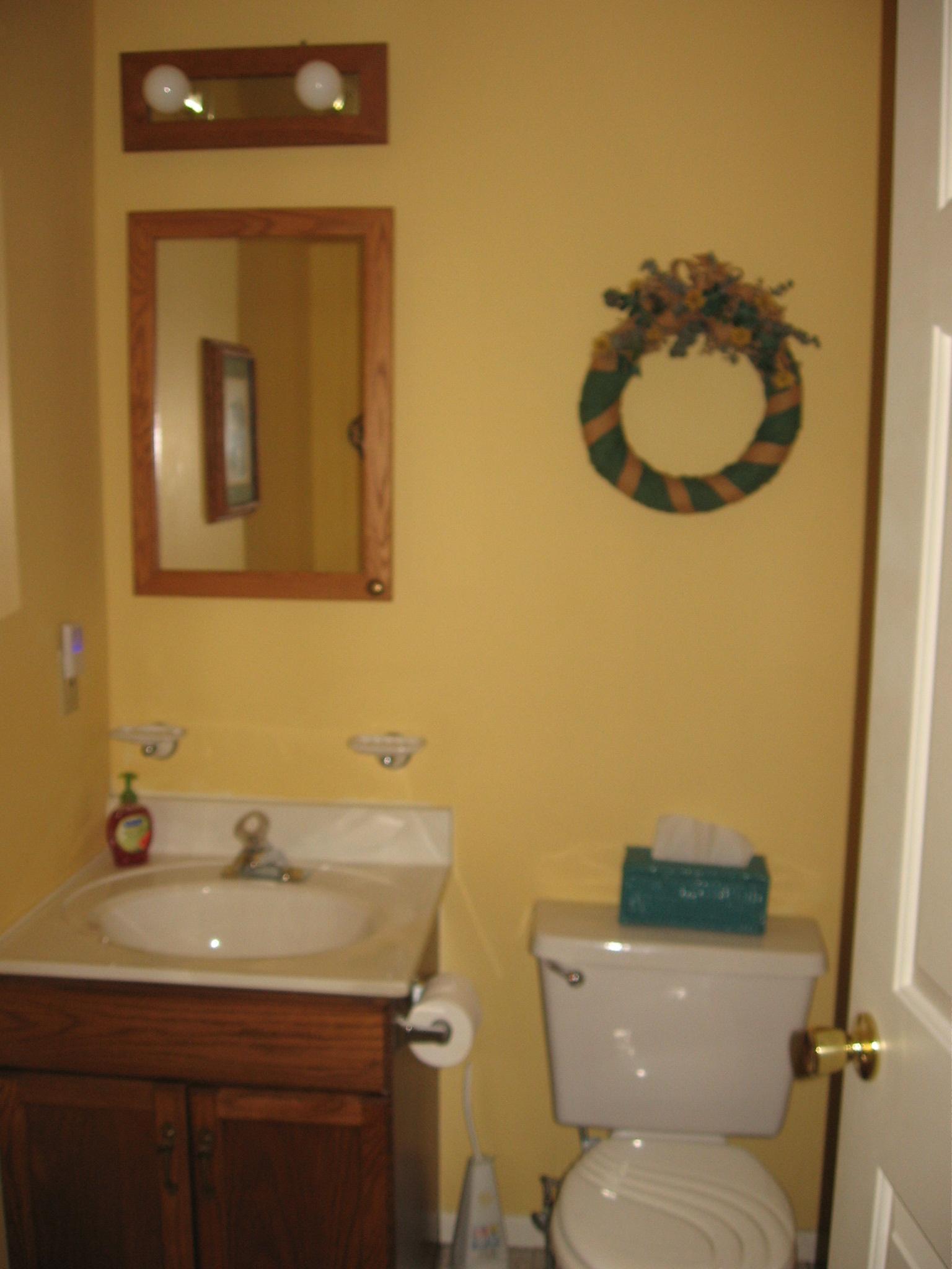 66-H downstairs bath. jpg.JPG