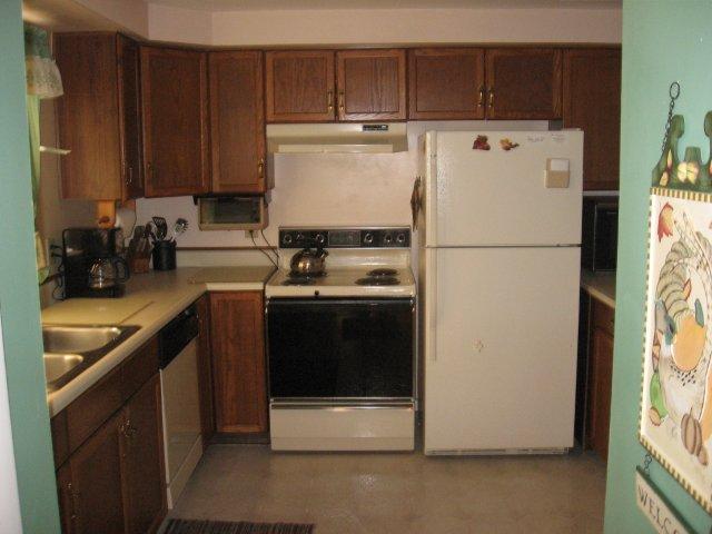 66-H kitchen. jpg.JPG