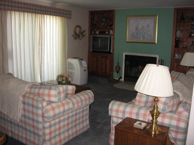66-H livingroom.JPG