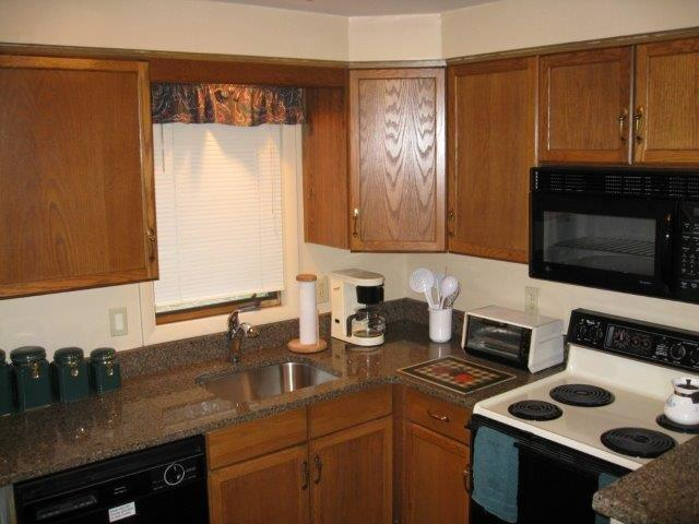 68A-kitchen.JPG