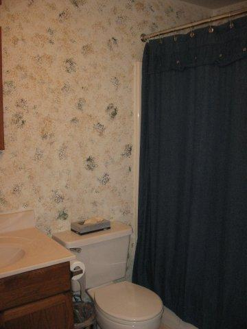 70-I upstairs hall bath. jpg.JPG