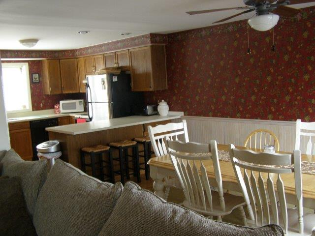76I- dining room kitchen area.jpg