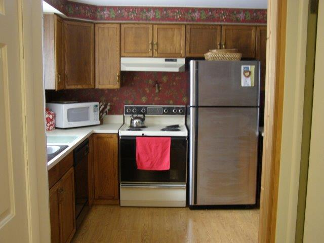 76I- kitchen.jpg